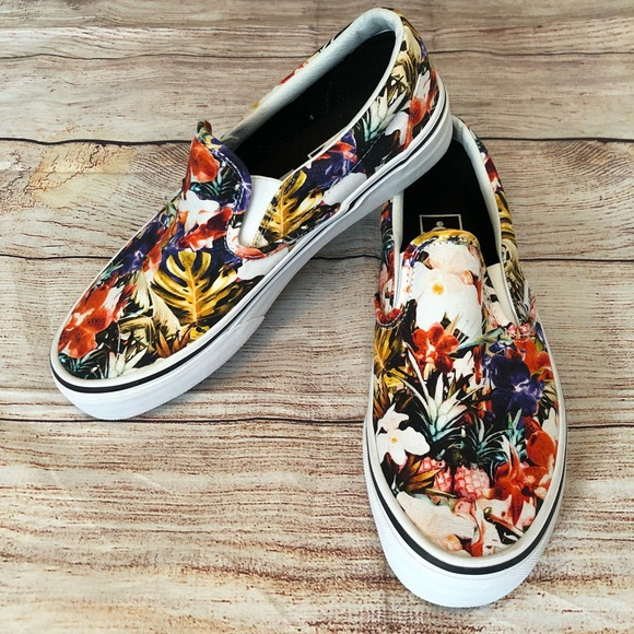 6d34c39ec8 Vans Tropical Flower Pineapple Slip on Skate Shoes.  M 5c02bd1f4ab63365234eba3d
